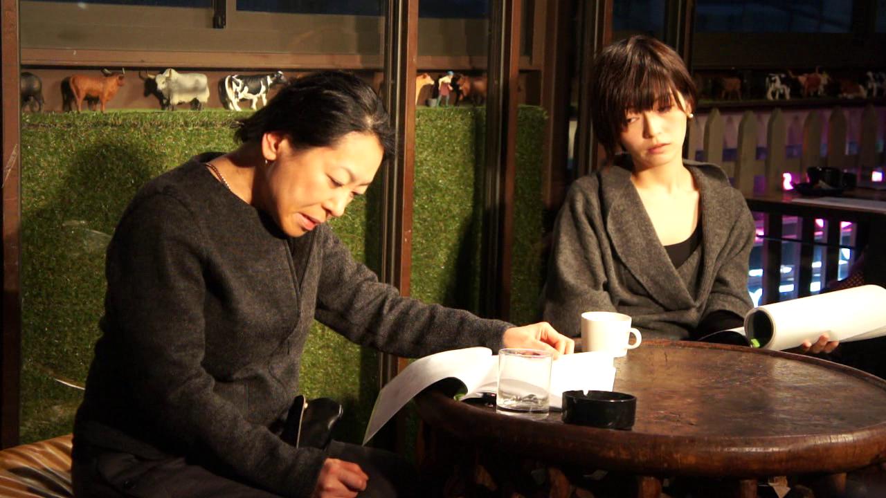 『痴話』より新谷真弓(右)、前川麻子(左)
